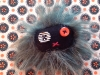 broche-monstre-vert-yeux-rayes-rouge